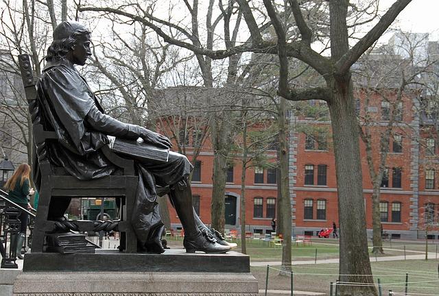 socha na Harvardu