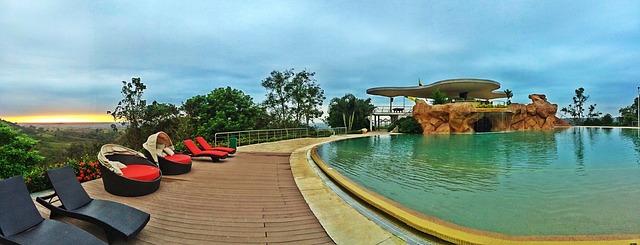 bazén v exotické zemi.jpg