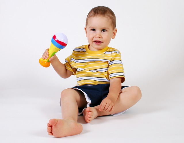 dítě s mikrofonem.jpg