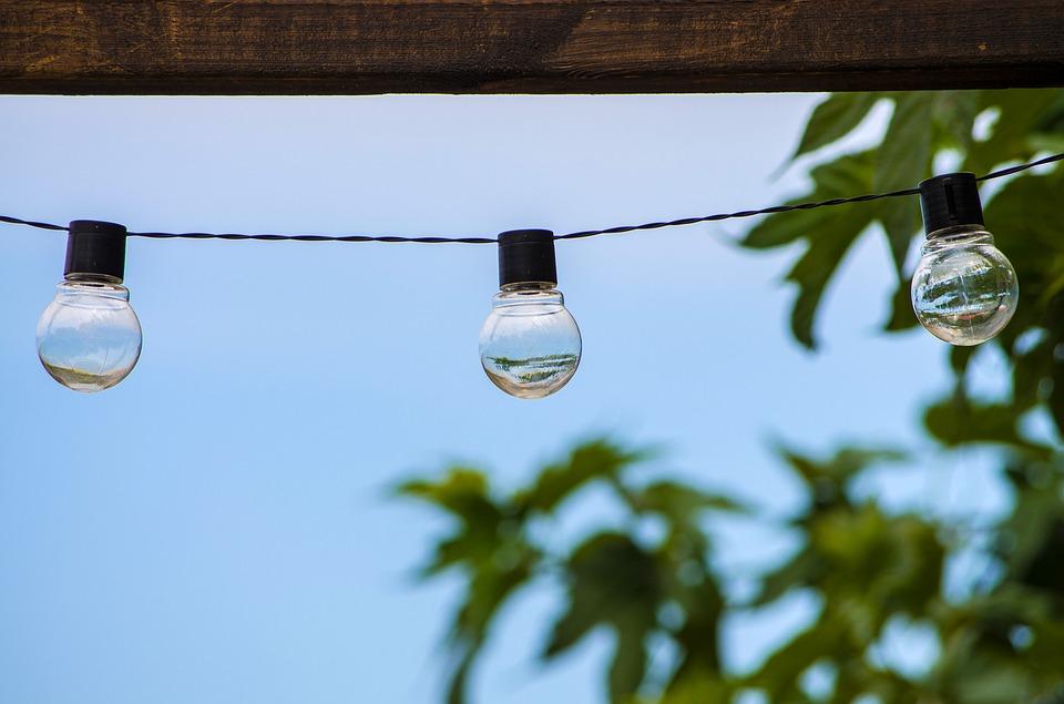 Wolframovou žárovku E27 nahradíte výkonnější LED žárovkou